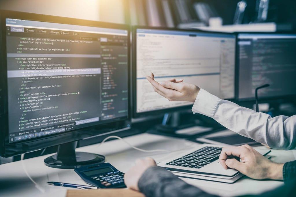 HTML-Programmierung einer Website am Bildschirm von Webdesign Siegen